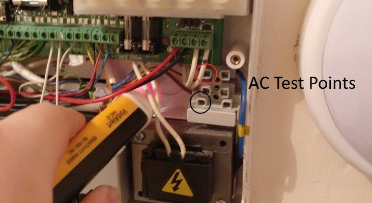 VoltAlert want flashing and sounding with highligted testpoints for positive and negative terminals for voltmeter testing.